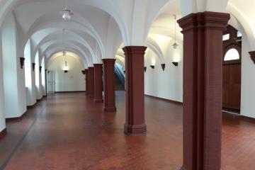 Säulenhalle-Durchgang-Haus-C